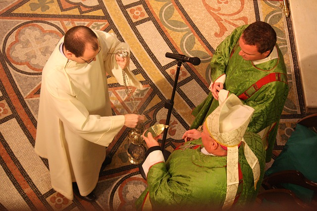 [Obrazek: liturgiczne-szaty.jpg]