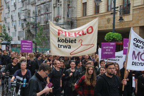 protest kobiet przeciw ustawie antyabrcyjnej